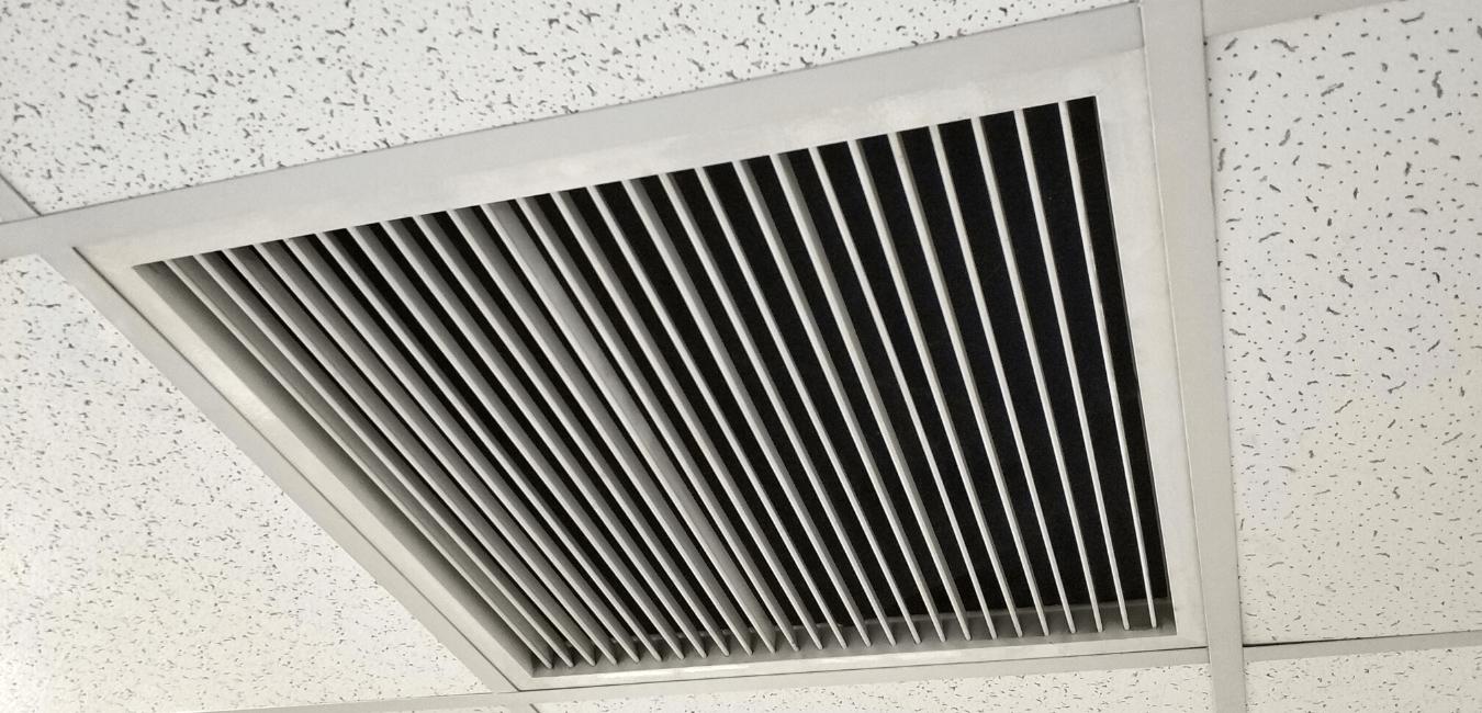 Air ventilation in ceiling